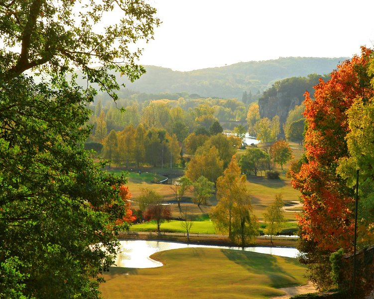 Golf lovers, the splendid Rochebois area is a few kilometers from the house.