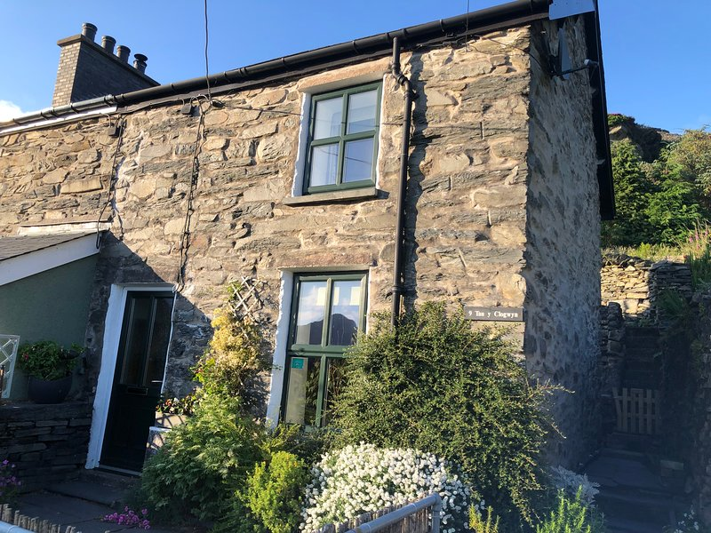 Comfortable, cosy cottage, ideal base for exploring the great outdoors., Ferienwohnung in Blaenau Ffestiniog
