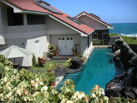 Absolutely Oceanfront - Large Studio - Ocean/Mtn Views-60' Waterfall Pool, vacation rental in Lanikai