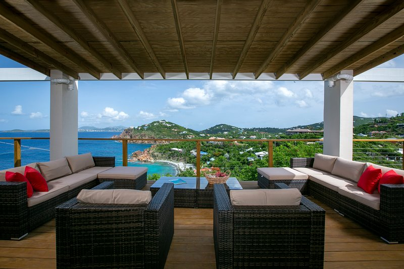 STUNNING VIEWS, 50' SALTWATER POOL, 4 MASTER SUITES, FAMILY FRIENDLY PARADISE!, vacation rental in Virgin Islands National Park