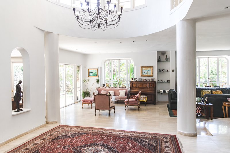 Large villa in the suburbs of Tel Aviv close to the convention center, Ferienwohnung in Petah Tiqwa