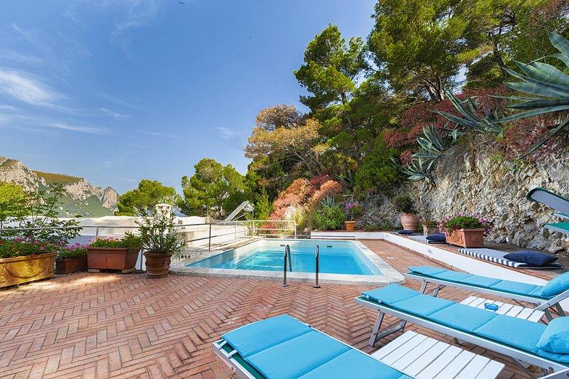 AMORE RENTALS - Villa Apollo with Swimming Pool, Sea View, Terrace and Garden, location de vacances à Anacapri