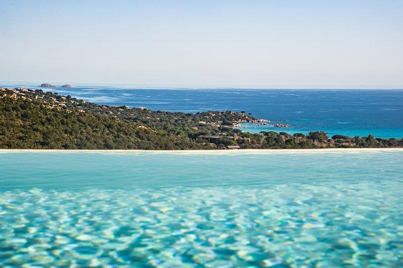 villa de standing VUE MER piscine sur les hauteurs de Santa Giulia 6-8 pers, holiday rental in Pietra Longa Salvini
