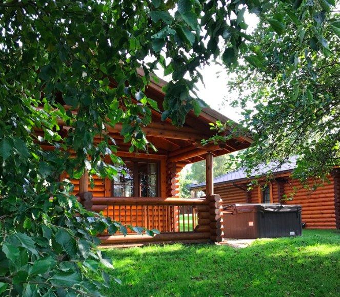 Fontburn Lakeside Cabin With Hot Tub, aluguéis de temporada em Felton