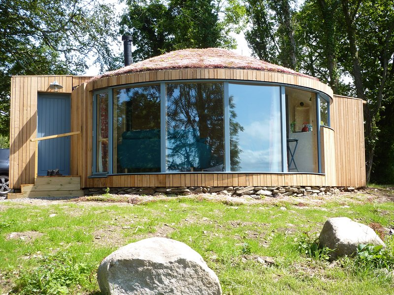 Unique Roundhouse with Fabulous Coastal Views, vacation rental in Newton Stewart