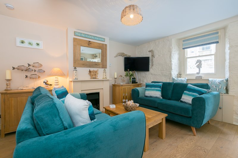 Oyster Cottage Central St Ives - Sleeps 4 - Pet Friendly Two Minutes from Beach, vacation rental in St Ives