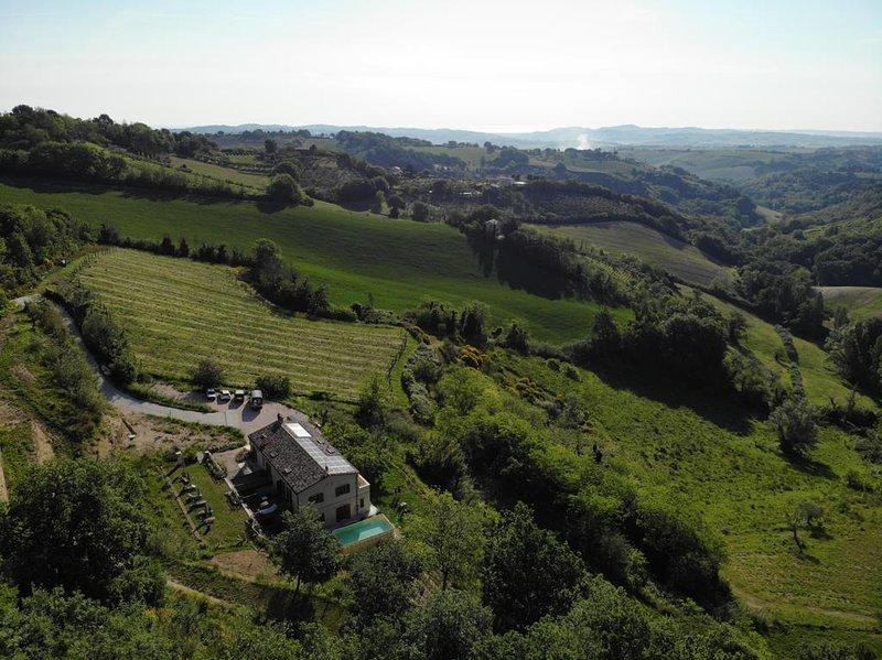 bella, nuova casa vacanze nelle colline vicino mare e monti di Pesaro e Urbino., holiday rental in Montecchio