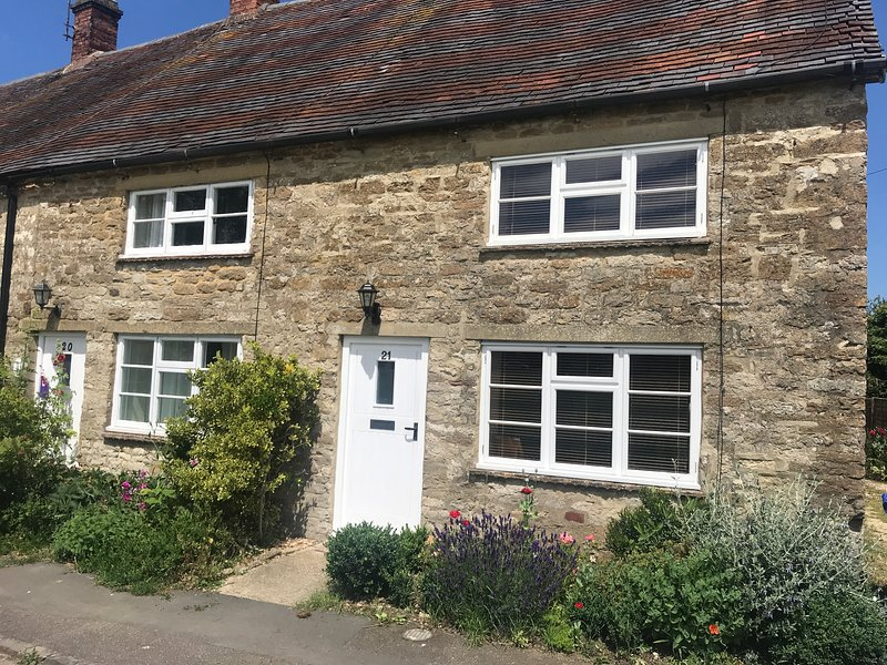 Cottage on the Green Evenley, holiday rental in Buckingham