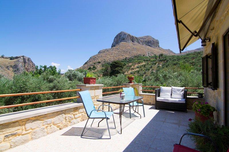 Mansion Rokka, holiday rental in Kakopetros