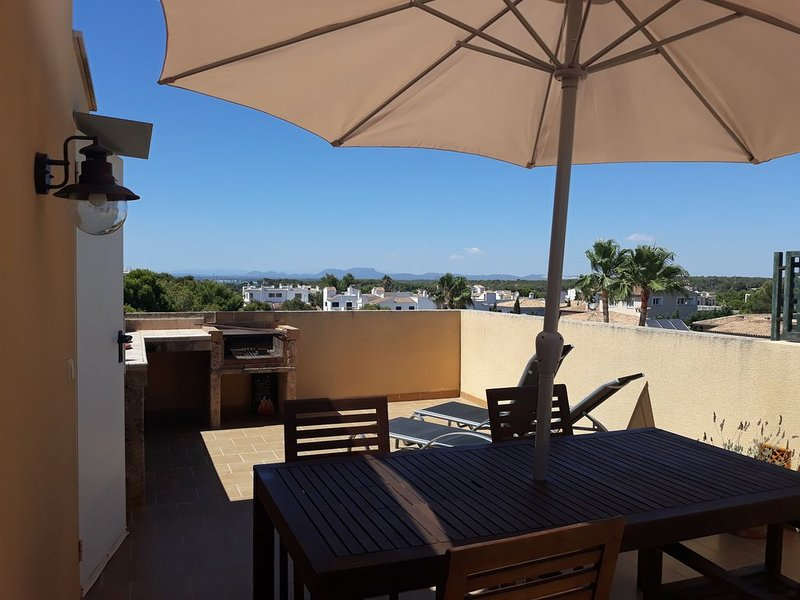 Penthouse:Private sunterrace with great view,  BBQ and shower, WIFI, A/C, Tvsat, vacation rental in Colonia de Sant Jordi