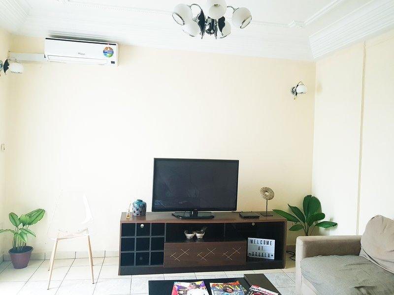 Appartement Moderne en centre-ville (Akwa), holiday rental in Littoral Region