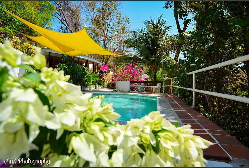 Noomi's Beach House (Private beach and Complex!!), alquiler de vacaciones en El Salvador
