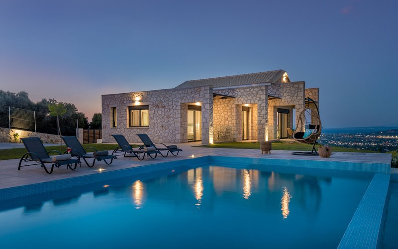 Zinos Luxury Villa, holiday rental in Lithakia