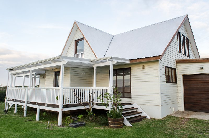 Get away to Betty's Bay and stay at Lake View House, location de vacances à Betty's Bay