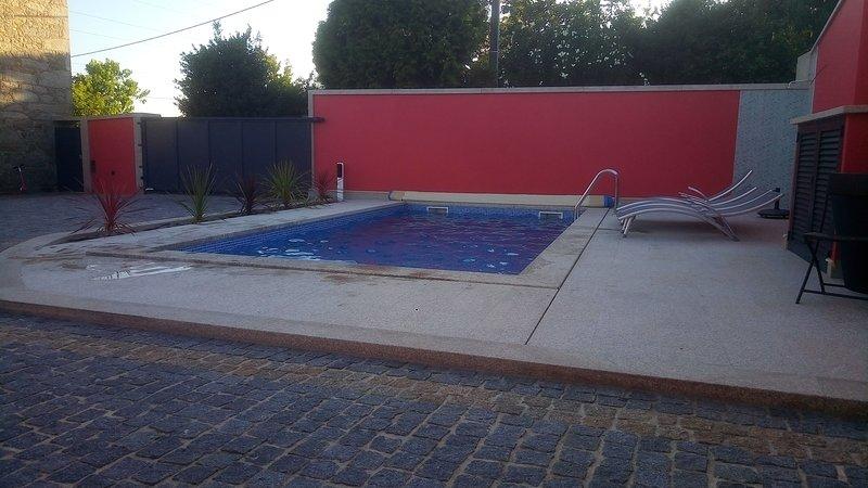 Amazing house with swimming-pool, aluguéis de temporada em Forjães