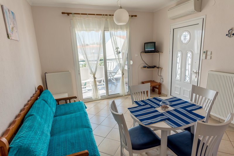 Sunny Beach Apartments, holiday rental in Paralia Ofriniou