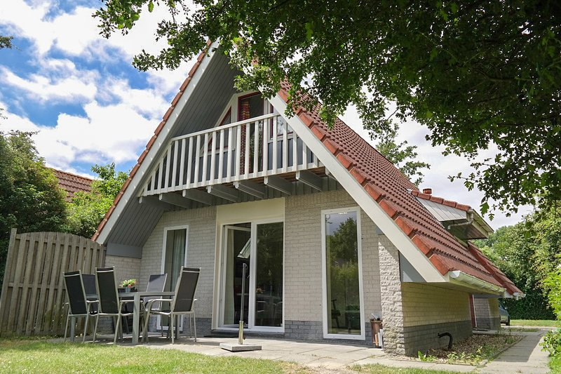 Ferienhaus 'Heide' für max 6 Pers. Oostmahorn, Lauwersmeer, vacation rental in Moddergat