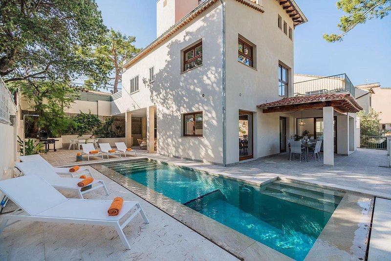 High class villa with pool near the beach, Cala San Vincent, 382, aluguéis de temporada em Cala San Vincente