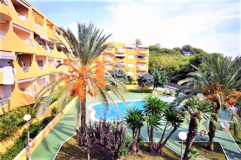 Apartment sea views and direct beach access and Pool For Summer & winter Holiday, holiday rental in Campello