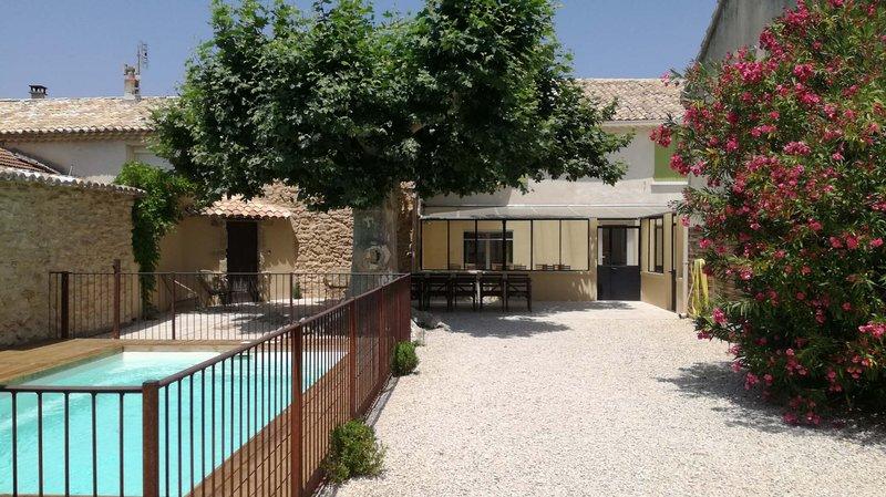 La maison de marguerite, aluguéis de temporada em Camaret-sur-Aigues
