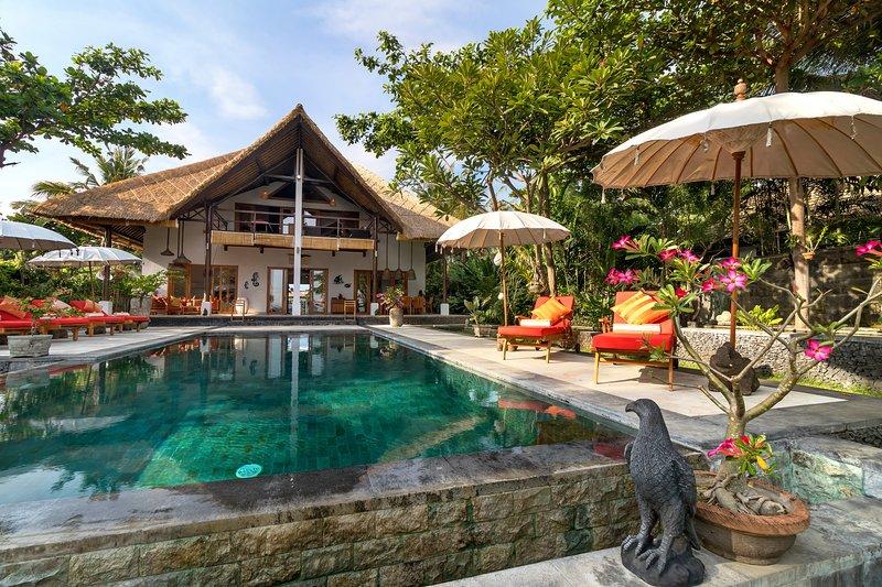 4 bedroom Beach Villa Niyati, for a luxury holiday, Kalisada, Bali, Indonesien, Ferienwohnung in Umeanyar