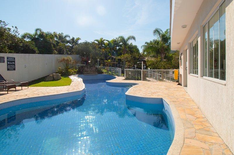 LA041EE-Apartamento para aluguel de temporada - Quatro Ilhas / Bombinhas, SC, holiday rental in Bombinhas