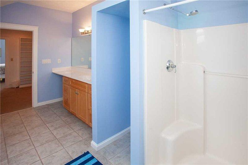 Indoors,Room,Bathroom,Flooring,Door