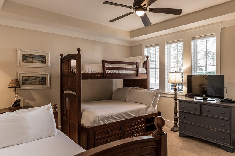 Bedroom,Indoors,Room,Ceiling Fan,Furniture