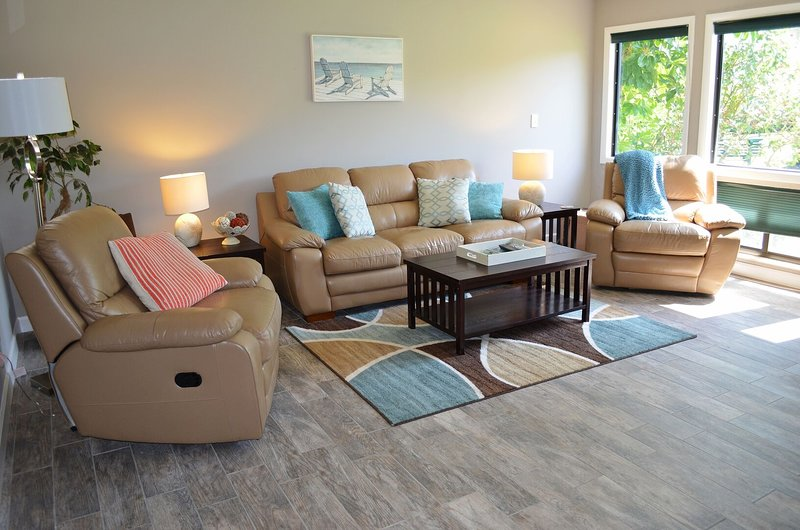 CC 1112 Golf Course View Condo - Welcome to Paradise, holiday rental in Hutchinson Island