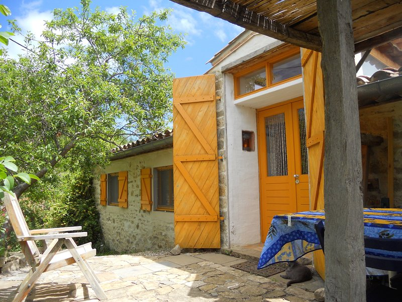 Gîte ouest pour 6 personnes, vacation rental in Serres
