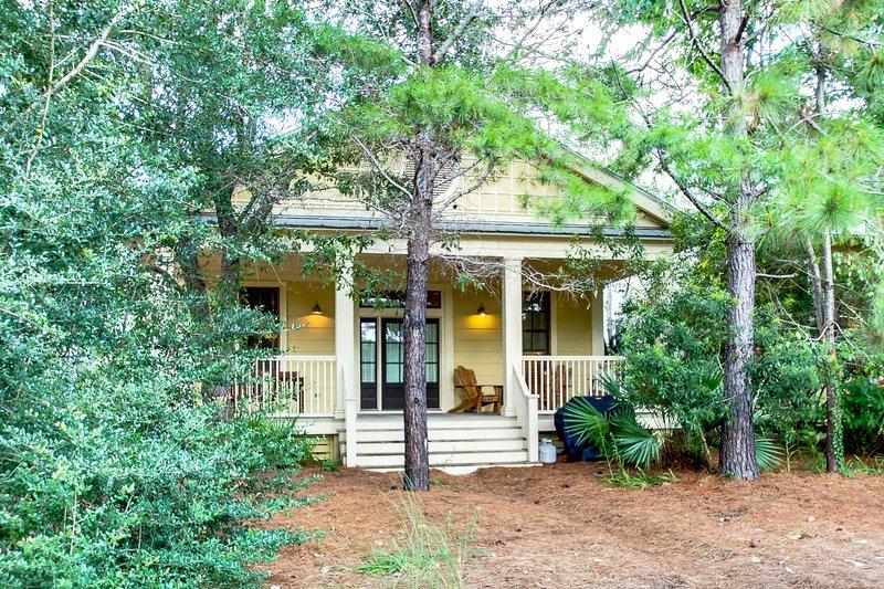 Building,Cottage,House,Porch,Outdoors