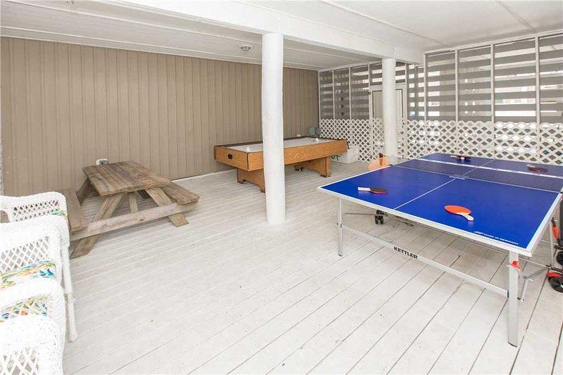 Indoors,Floor,Flooring,Tabletop,Furniture