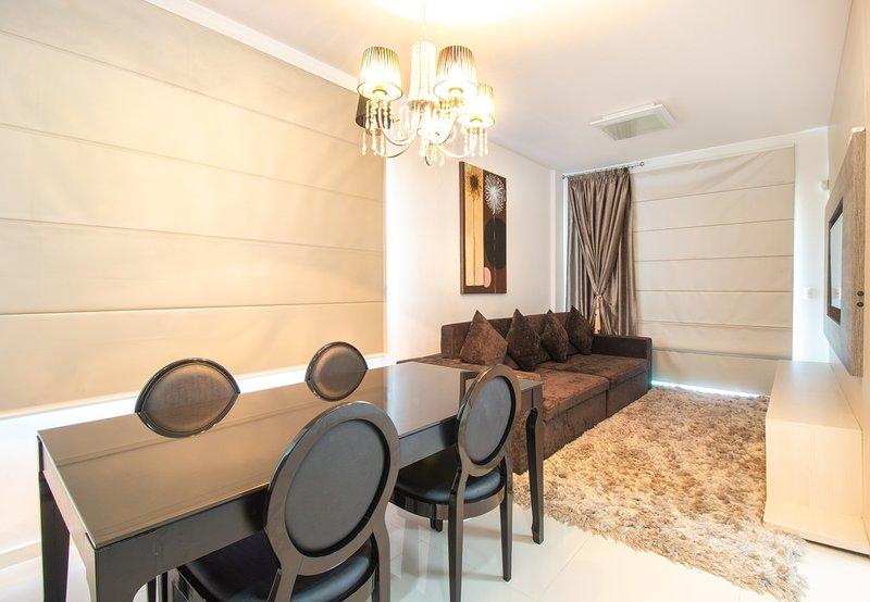 LA031EE-Apartamento para aluguel de temporada - Praia de Bombas / Bombinhas, SC, holiday rental in Bombinhas