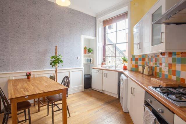 Warm, Spacious Apartment in Super Location!, location de vacances à Glasgow