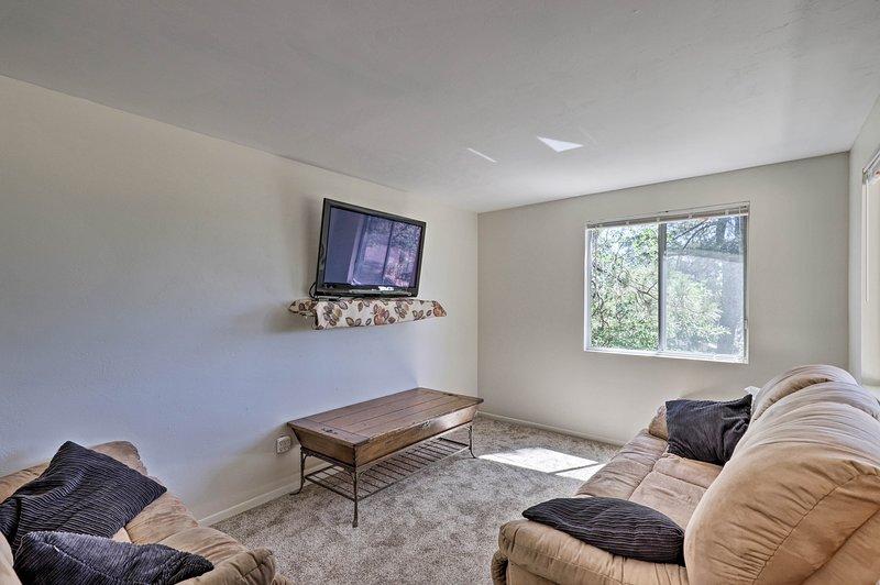 ¡Esta casa de alquiler de 2 dormitorios y 1.5 baños le espera en Prescott!