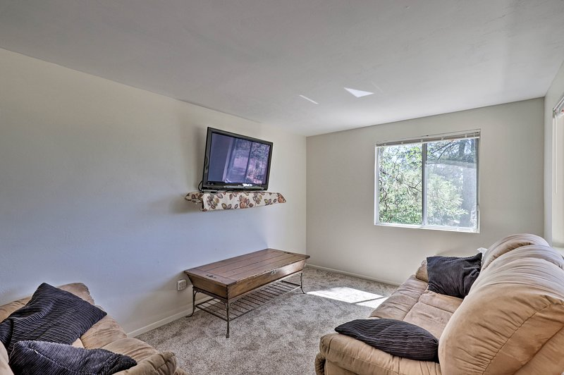 This 2-bedroom, 1-bathroom vacation rental house awaits in Prescott!