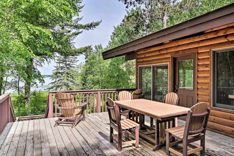 Cozy Lakefront Cabin With All-Seasons Amenities!, holiday rental in Lake Itasca