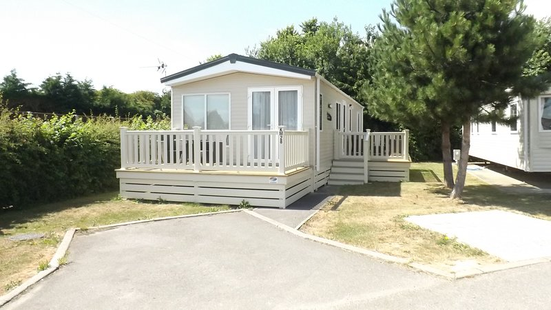 Kingfisher luxury spacious caravan, Hayling island, Hampshire, uk, holiday rental in Langstone