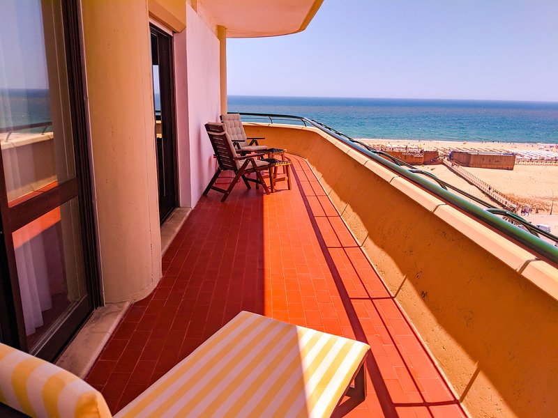 2-Bed Apt OCEAN: Seasun Vacation Rentals (discount for stays +28 nights) – semesterbostad i Monte Gordo