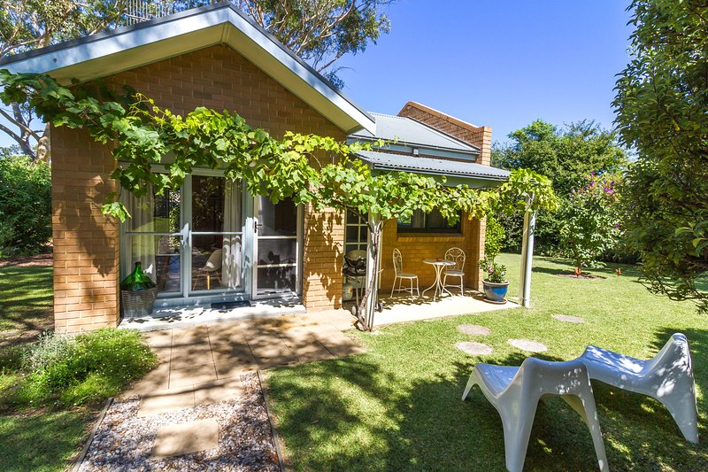 The Cottage near Jervis Bay - Charming cottage with breakfast supplied, alquiler vacacional en Sanctuary Point