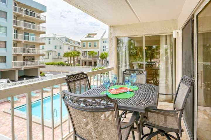 Private Fishing Pier, Free Wi-Fi & Cable, Full-size W/D, Pool, BBQ - Indian Shor, vacation rental in Indian Shores