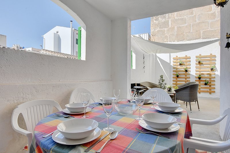 CHARMING Pilar House with TERRACE and only 100 meters away from the BEACH Chalet in Porto Cristo
