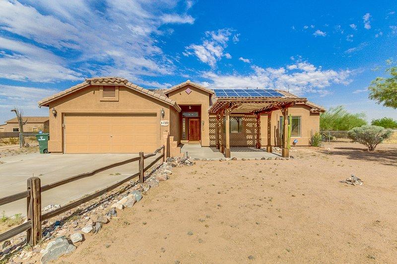 Gorgeous Vistas * Casa Grande. RV parking, Horse Property, near Hiking Trails., vacation rental in Arizona City