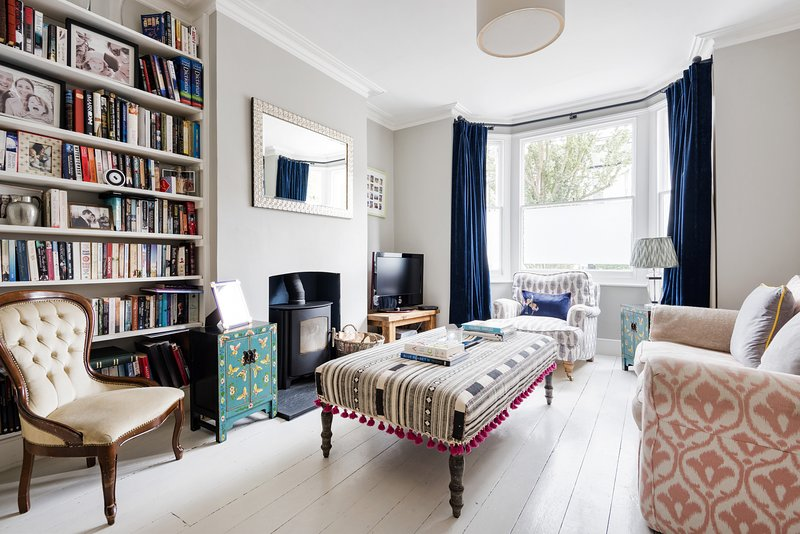 Spectacular Shepherds Bush Home close to Westfield by UnderTheDoormat, holiday rental in Acton