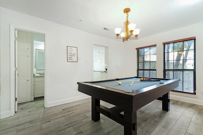 NEW LISTING! Modern townhome w/ a pool table, full kitchen ...