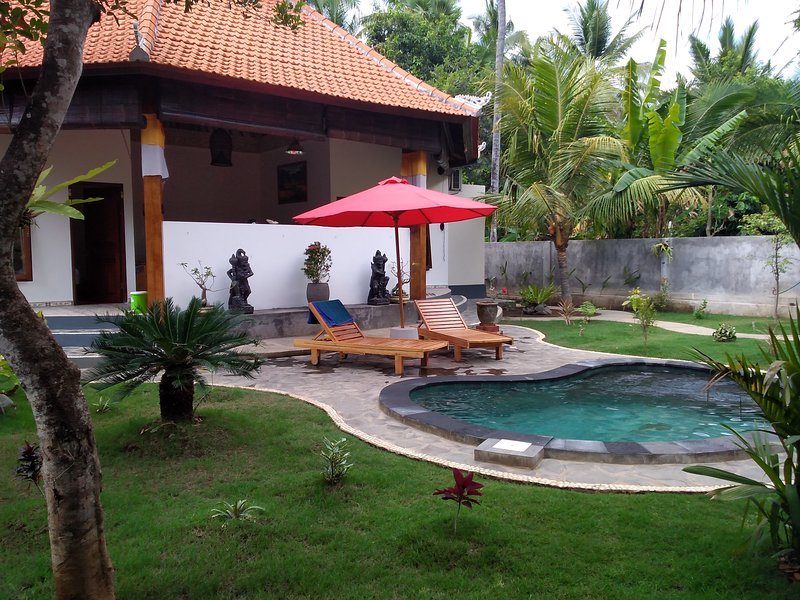 Villa Suastiastu full furnished rent per daly 2 or 4 rooms, vacation rental in Toya Bungkah