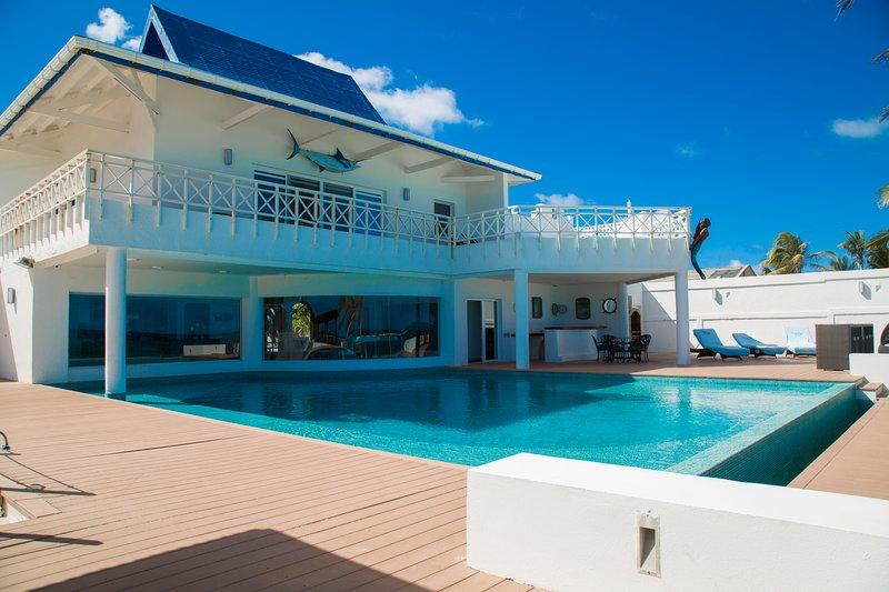 Sound Bay House - Villa de Lujo frente a la Playa / Beachfront Luxury House, location de vacances à Île de San Andres
