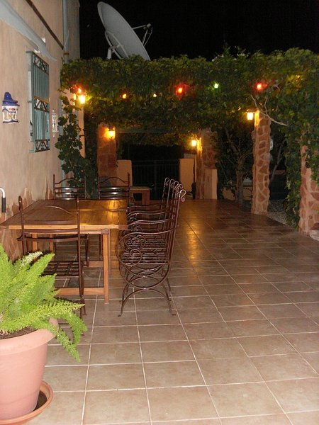 Unique Cave House sleeps 8/9 Loma Alta Cave House with private pool & gardens, holiday rental in Hondon de los Frailes