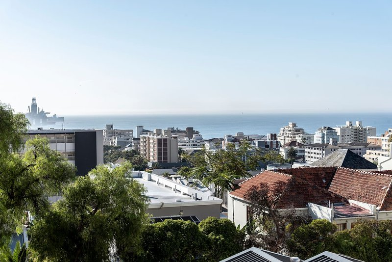 Beautifully Trendy New Apartment with Views! (H7) Sea Point, location de vacances à Sea Point