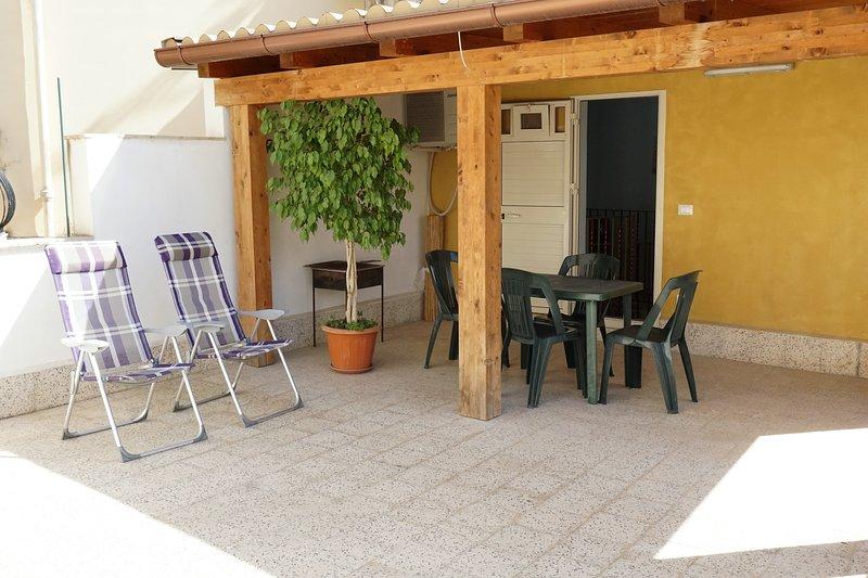 Nice house with terrace & balcony, holiday rental in Madonna Marina